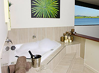 Romantic Lake Tinaroo Accommodation